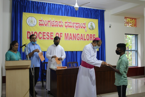 <b>Diocese of Mangalore & CODP disburse Education Aid to needy students and organize Awareness on Cancer and COVID-19 </b>